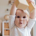 Permainan Bayi Usia 10-12 Bulan
